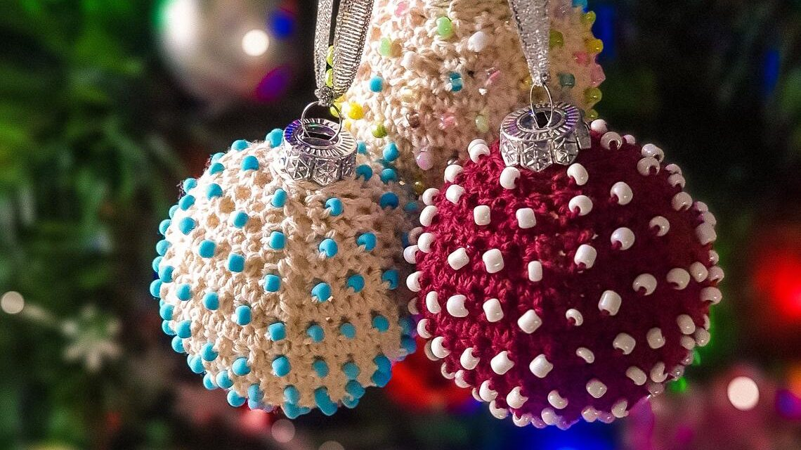 These Beaded Christmas Baubles Are The True Definition of Amazeballs … Gorgeous, Elegant, Stunning … WOW!