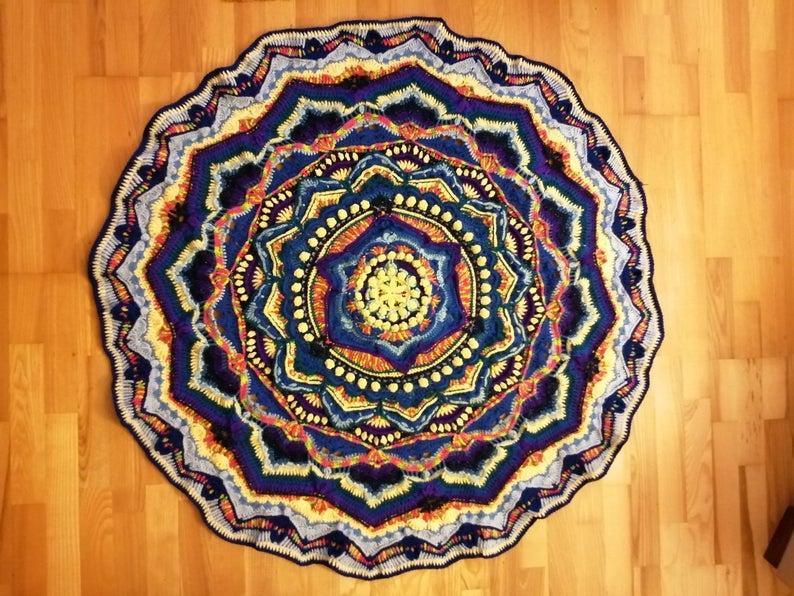 get the crochet patterns designed by Sarah Lidster of Fireside Crochet Patterns #crochet