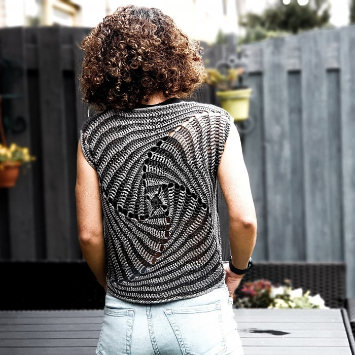 This Crochet Kaleidoscope Top Designed By Catalina Ungureanu Is NEXT LEVEL ...