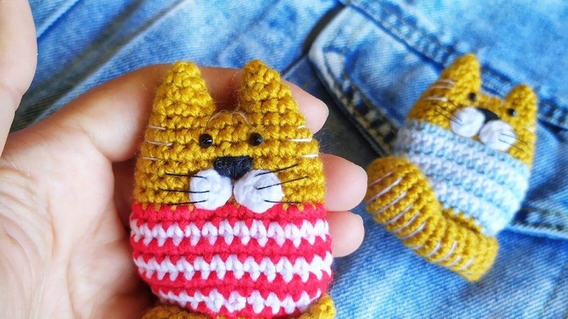 Crochet a Cute Kitty-Cat Amigurumi Brooch