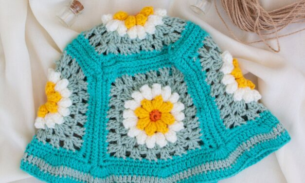 Looking For A Cute Handmade Hat For Summertime? This Crochet Daisy Flower Bucket Hat Is The Right Pick!