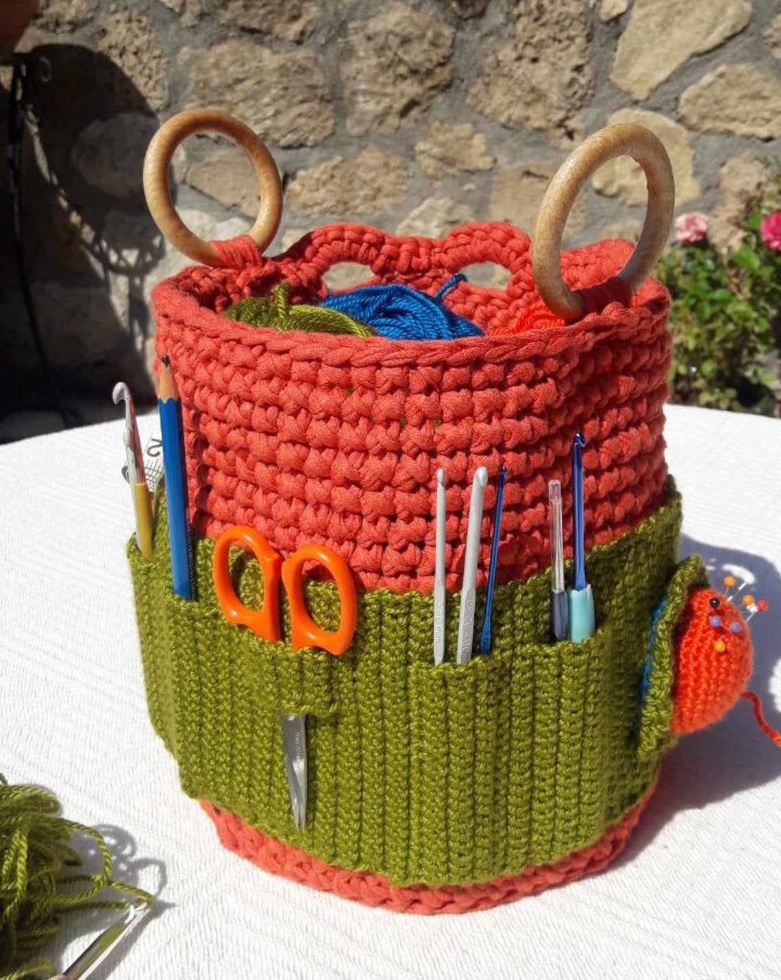 Organize Your Crochet Hooks With This Cute Crochet Caddy ... Get The Pattern!