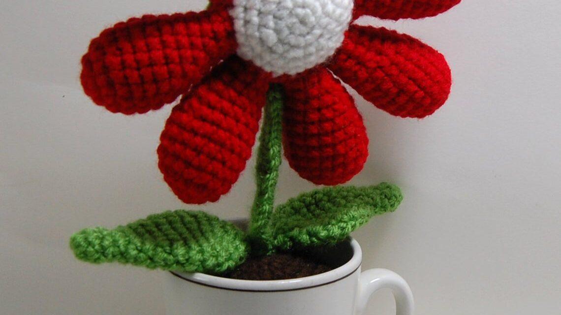 Crochet a Cup Of Flower … Hello, Fun Gift Idea!