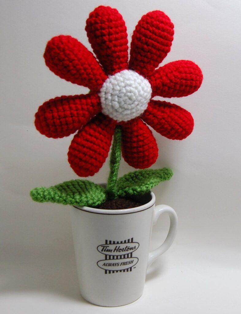 Crochet a Cup Of Flower ... Hello, Fun Gift Idea!