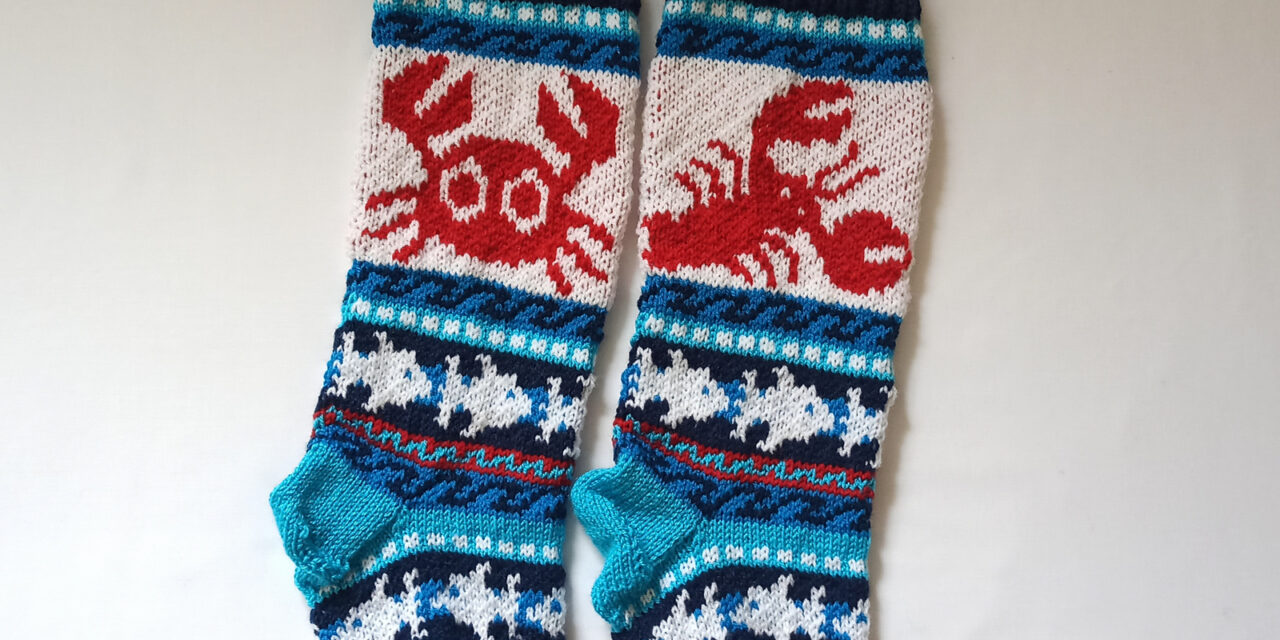 Christmas In July … Knit a Crab / Lobster Lover Stocking For That Special Seafood Lover On Your List!