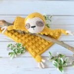 Crochet An Adorable Sloth Blanket … So Cute!