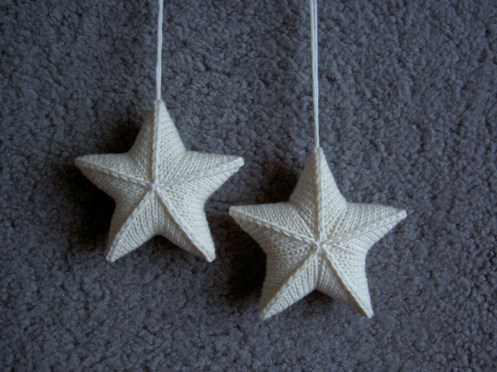 Hanging Star Stashbuster ... FREE Pattern Alert! Cast On 'Stjärna' Designed By Karolina Eckerdal
