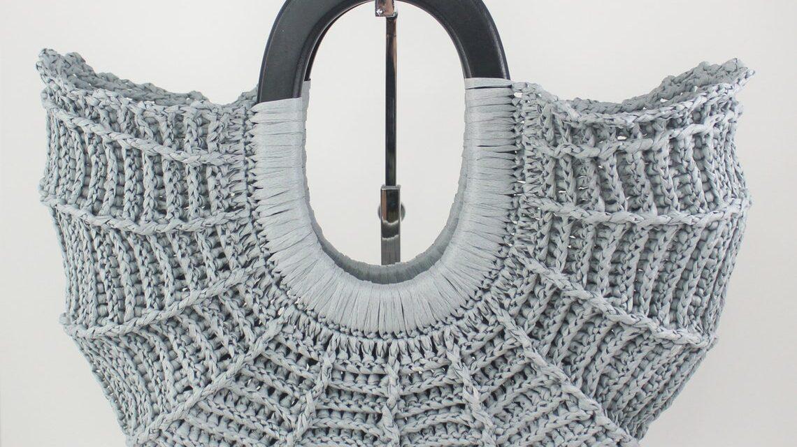 Wow! This Crochet Handbag Looks Like It Came Straight Off A Runway … So Fresh!