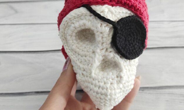 Crochet a Pirate Skull Amigurumi For The Spooky Days Ahead